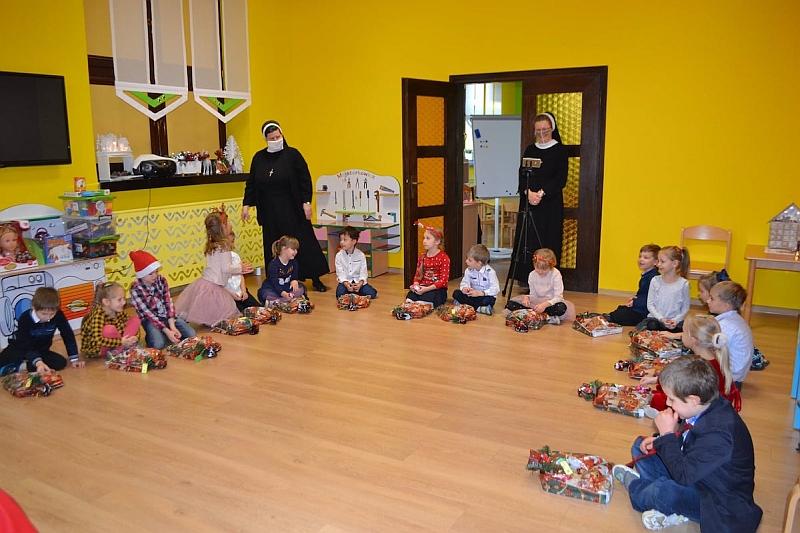 Święty Mikołaj w Przedszkolu - zdjęcie 32