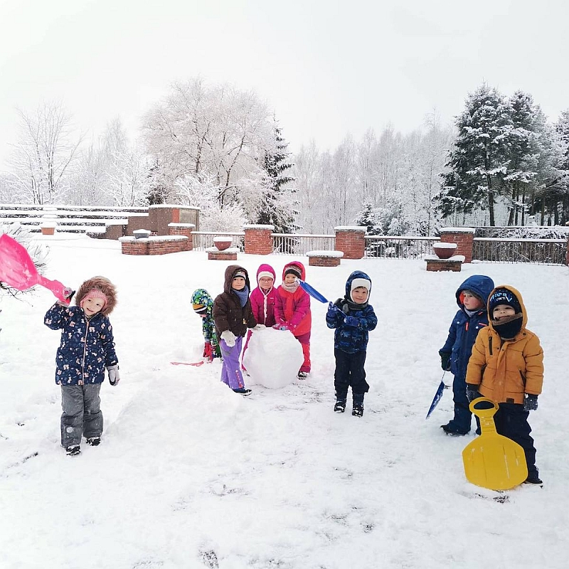 Zabawy na śniegu - zdjęcie 16